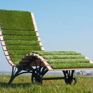 artificial-grass-deckchair